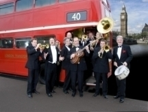 The Pasadena Roof Orchestra on the bus line '40'!
